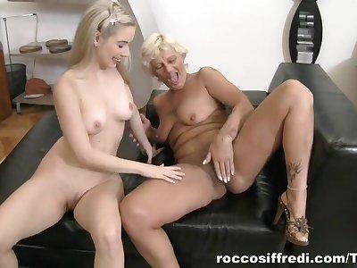 Teens Vs Mamas, Scene #04