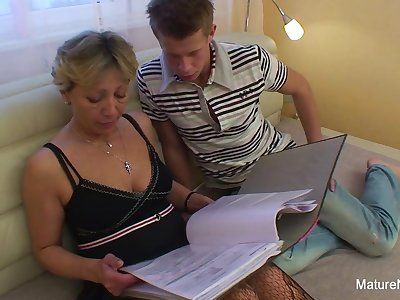 Confused Blonde Granny Gets Some Sexual Assistance - Mature'NDirty