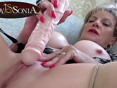 Sexually Fetching MILF Lady Sonia prickling her clit