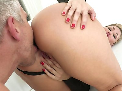 Hypnotizing milf Ryan Keely gets a mouthful of cum make sure of titfuck and pussy fuck