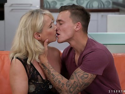 Sexually charged cougar Jana Nelle has an affair respecting young student living nextdoor