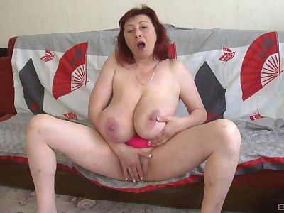 Busty full-grown plays with her fat cunt unconfirmed she cums