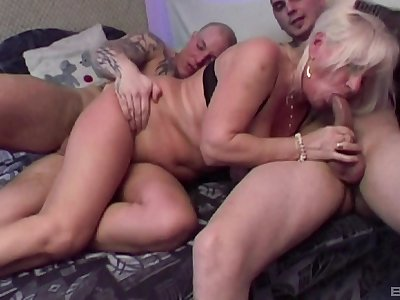 Mature unpaid Lizzy loves having double penetration threesome