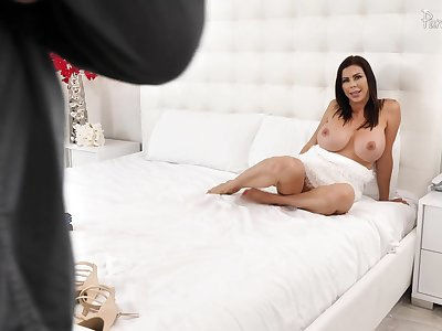 Unsatisfied horny MILF Alexis Fawx gets herself a perfect darling