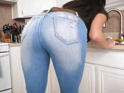 Those jeans parade to whatever manner racy this MILF's ass is and that lady loves dick