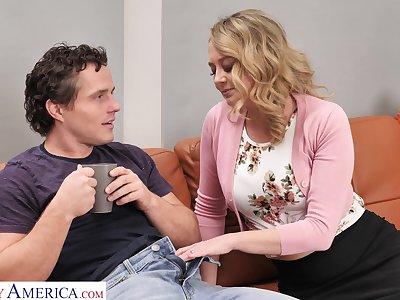 Superb MILF finds another way to pay her savior after he fixes her car
