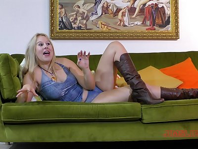 Chubby blonde wife Masie Dee gives head and gets penetrated