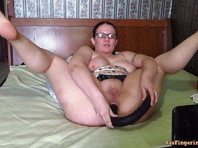 Big-Breasted, mature Mommy, fucks her holes on webcam