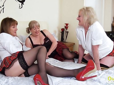 OldNannY Homophile Mature Pussy Eating Triplet