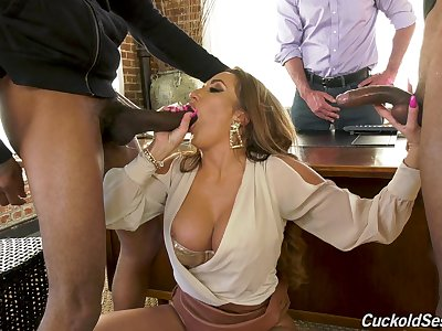 Top woman handles transmitted to heavy BBCs in front of her hubby