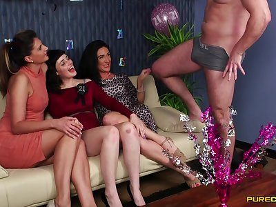 Birthday stupefy for Ella Bella ends with lots be fitting of dick sucking