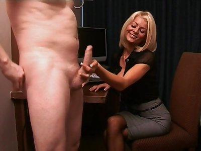 Video of secretary Tia Layne sucking a stirred dick of her big cheese