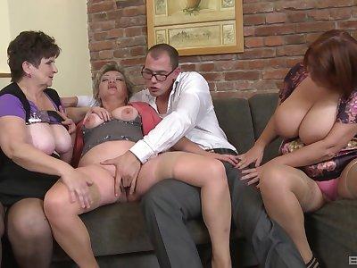 Dirty orgy between inexpert dudes and Jarmila Mautskova & Pavlina Skoumalova