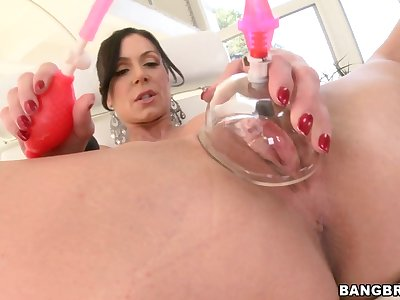 Oiled here chick Kendra Taste for jerks a big cock apropos her boobies