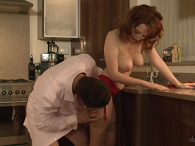 Marvelous kitchen bang for on the lookout redhead Lola Gatsby